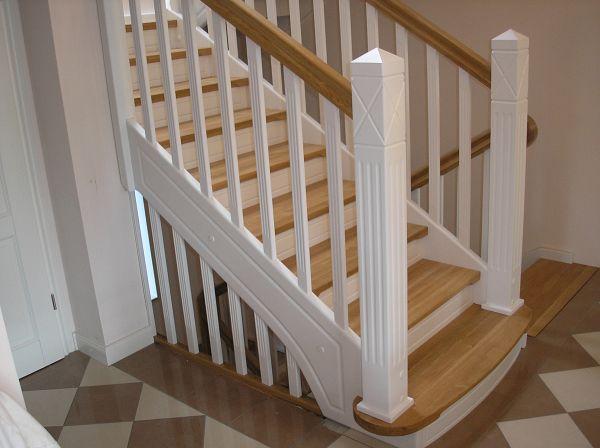 Weiße Holztreppe montagebau karstens günstige holztreppe lübeck weiße treppen