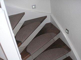 montagebau karstens g nstige holztreppe l beck treppenbeleuchtung mit led. Black Bedroom Furniture Sets. Home Design Ideas